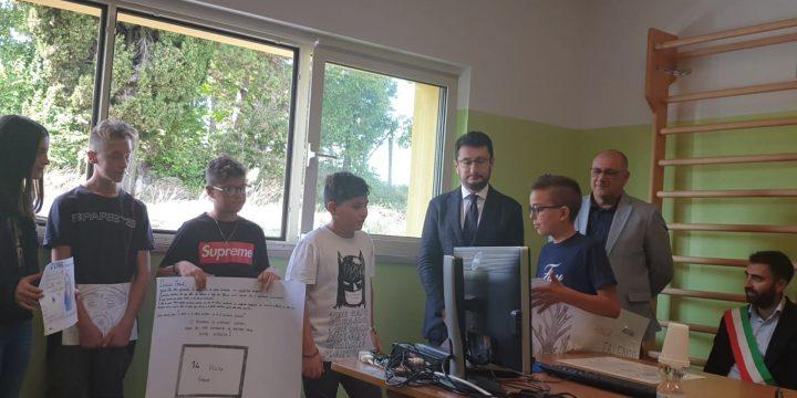 Consegnati alle scuole abruzzesi colpite 140 computer Italgas